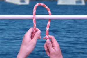 Passer le bout à l'endroit où réaliser le nœud